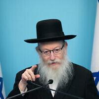 Le ministre de la Santé Yaakov Litzman s'exprime lors d'une conférence de presse au Bureau du Premier ministre à Jérusalem, le 12 mars 2020. (Photo par Olivier Fitoussi/Flash90)