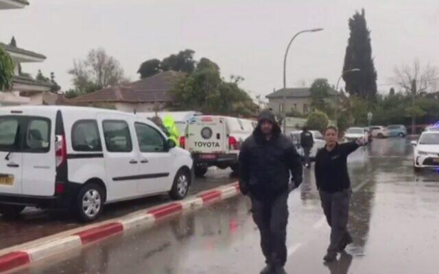 Un homme est suspecté d'avoir poignardé sa femme et ses deux filles, Hod Hasharon, 6 mars 2020 (Capture d'écran : Treizième chaîne)