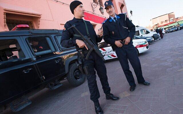 Illustration - La police marocaine monte la garde à Jemaa el-Fnaa, la place du marché central de Marrakech, au Maroc, le 10 novembre 2016. (Crédit : Getty Images)