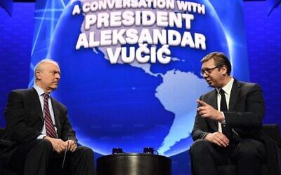 Le président serbe Aleksandar Vučić, à droite, à la conférence annuelle de l'AIPAC,, à Washington, DC, le 2 mars 2020 (Crédit  : Dimitrije Goll/Présidence de la Serbie)