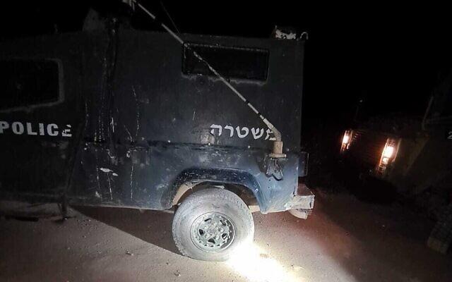 Une photo publiée par la police montre un pneu qui aurait été crevé par des militants d'extrême droite lors d'affrontements près de l'avant-poste de Kumi Ori dans le nord de la Cisjordanie, le 23 avril 2020. (Crédit : Police des Frontières)