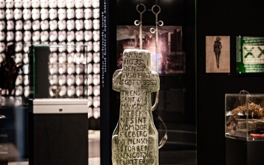 Une croix visant à protéger contre la peste (Autorisation : Musée d'archéologie de Herne/ photo/ peter-juelich.com)