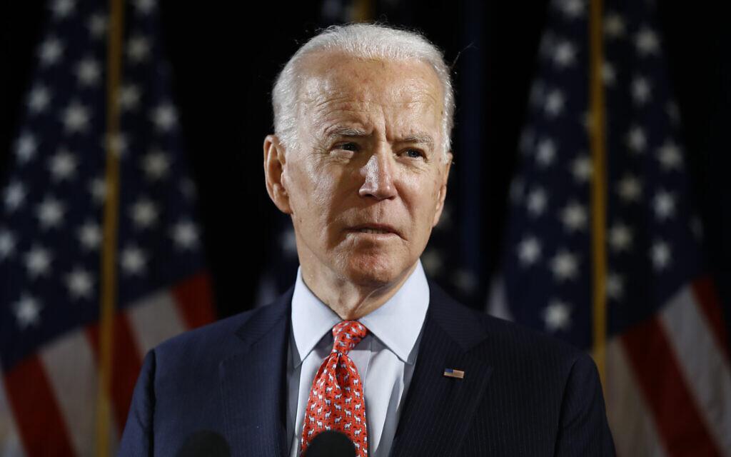 Le candidat démocrate à la présidence, l'ancien vice-président des États-Unis Joe Biden, évoque le coronavirus, le 12 mars 2020, à Wilmington, dans le Delaware. (AP Photo/Matt Rourke)