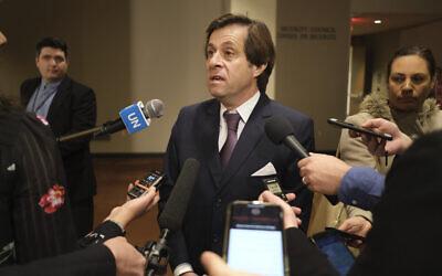 L'envoyé français à l'ONU, Nicolas de Rivière avant un conseil de sécurité au siège des Nations unies, le 3 janvier 2020. (Crédit : AP Photo/Seth Wenig)