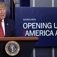 Le président Donald Trump parle du coronavirus dans la salle de presse James Brady de la Maison Blanche, le jeudi 16 avril 2020, à Washington. (AP/Alex Brandon)