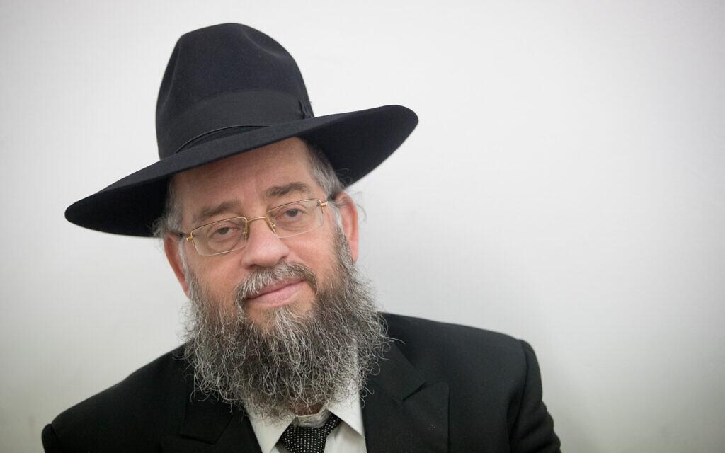 """Le rabbin Avraham Yeshayahu Heber, fondateur de l'organisation """"Matnat Chaim"""", dans une salle d'audience de la cour des magistrats de Jérusalem, le 25 septembre 2017 (Crédit :  Yonatan Sindel/Flash90)"""