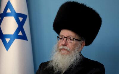 Le ministre de la Santé Yaakov Litzman lors d'une conférence de presse sur le coronavirus au bureau du Premier ministre à Jérusalem, le 11 mars 2020. (Crédit : Flash90)