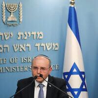 Le conseiller à la sécurité nationale Meir Ben-Shabbat donne une conférence de presse au sujet du COVID-19, à la résidence du Premier ministre à Jérusalem, le 25 mars 2020. (Crédit : Olivier Fitoussi/Flash90)