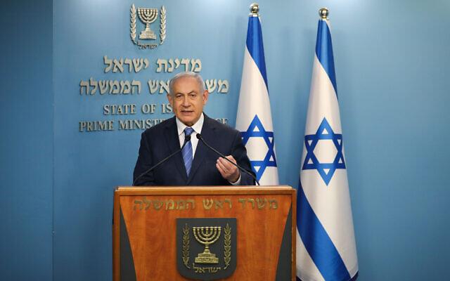Le Premier ministre israélien Benjamin Netanyahu pendant une conférence de presse sur le coronavirus au bureau du Premier ministre à Jérusalem, le 25 mars 2020. (Crédit : Olivier Fitoussi/Flash90)