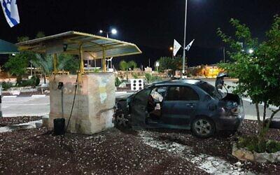 Un homme palestinien a foncé au volant de sa voiture dans un poste de contrôle de Reihan, dans le nord de la Cisjordanie, lors d'une attaque présumée, le 29 avril 2020 (Crédit : Ministère de la défense)