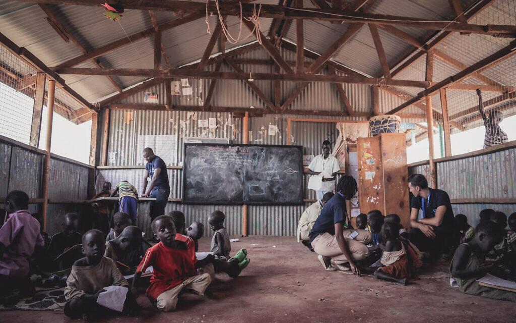 Un centre pour enfants d'IsraAID au camp de réfugiés de Kakuma, au Kenya (Crédit : Lior Spernadeo/IsraAID)