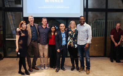 L'équipe Essential avec le Dr Dorit Nitzan de l'Organisation mondiale de la santé (deuxième à partir de la droite), le professeur Ronni Gamzu, PDG du centre médical Sourasky de Tel Aviv (troisième à partir de la droite), et Henk van Assen, (deuxième à partir de la gauche) et Tamar Many (à gauche), cofondateurs de MindState, les 8 et 9 janvier 2020. (Autorisation)