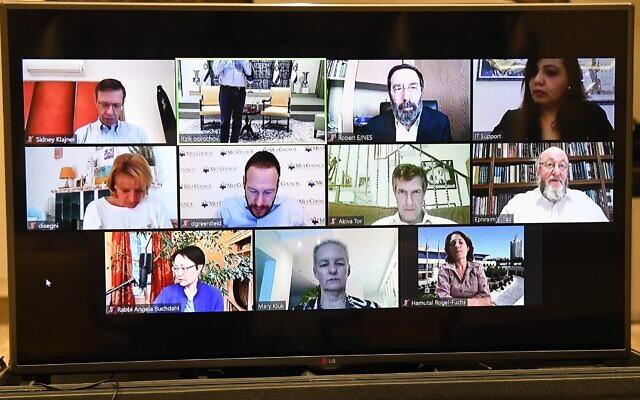 Capture d'écran d'une vidéoconférence entre le président Reuven Rivlin et des dirigeants de la communauté juive du monde entier, le 5 avril 2020. (Crédit : Mark Neyman/GPO)