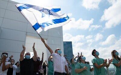 L'armée de l'Air israélienne effectue un survol des hôpitaux dans le cadre des festivités du 72e Yom HaAtsmaout, le 29 avril 2020. (Armée israélienne)