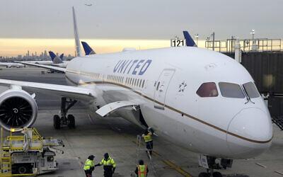 Un Dreamliner 787-10 stationné au Newark Liberty International Airport à Newark dans le New Jersey, en 2019 (AP Photo/Seth Wenig, File)
