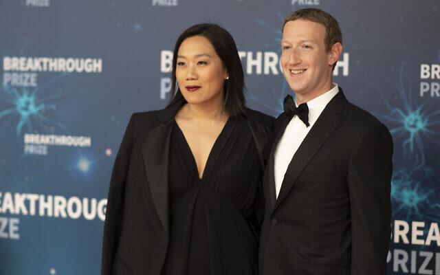Priscilla Chan et Mark Zuckerberg à la 8ème cérémonie annuelle Breakthrough Prize  au NASA Ames Research Center le dimanche  3 novembre 2019, à Mountain View en Californie (Crédit :  Photo par Peter Barreras/Invision/AP)