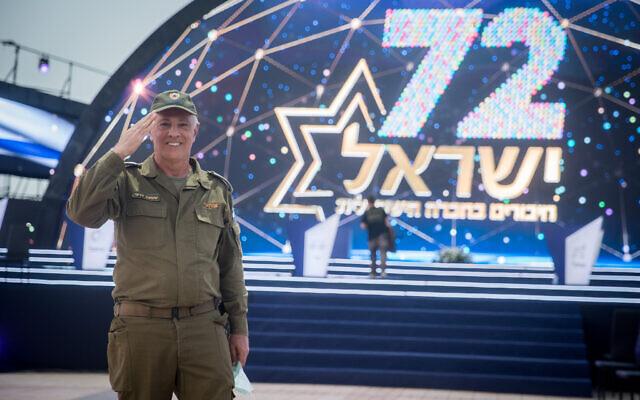 Sur cette photo du 22 avril 2020, le lieutenant colonel Shimon Deri à la cérémonie au Mont Herzl à Jérusalem, où les célébrations officielles auront lieu en l'honneur du 72ème Yom HaAtsmaout. (Yonatan Sindel/Flash90)