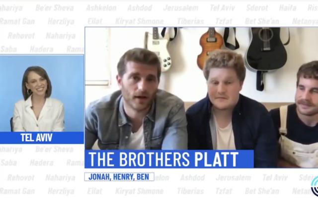Shira Haas parle avec Jonah, Henry et Ben Platt lors d'une célébration virtuelle d'Yom HaAtsmaout, le 29 avril 2020.  (Capture d'écran : YouTube)