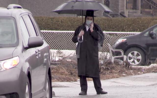 Un résident de Boisbriand au Canada pendant le confinement (Capture d'écran : YouTube)