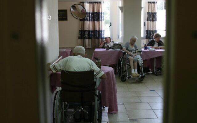 Photo d'illustration : Une maison de retraite pour personnes âgées à Jérusalem, le 15 avril 2008 (Crédit : Anna Kaplan/Flash90)