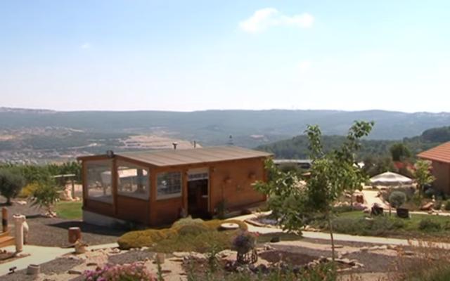 Illustration : une maison d'hôtes dans le nord d'Israël. (Capture d'écran YouTube)