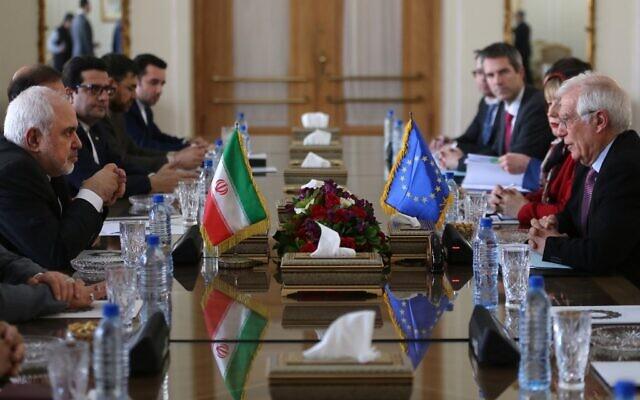 Le ministre iranien des Affaires étrangères Mohammad Javad Zarif (à gauche) rencontre le haut représentant de l'Union européenne pour les affaires étrangères et la politique de sécurité Josep Borrell (à droite) à Téhéran le 3 février 2020. (Crédit : ATTA KENARE / AFP)