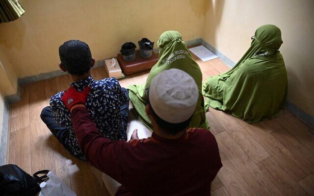 Un rituel d'exorcismesur les personnes LGBT en Indonésie, le 26 novembre 2019. (Crédit  BAY ISMOYO / AFP)