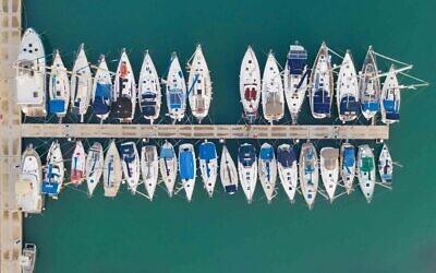 Des bateaux amarrés dans la Marina de Tel Aviv, Tel Aviv, avril 2020. (Crédit : Lord K2)