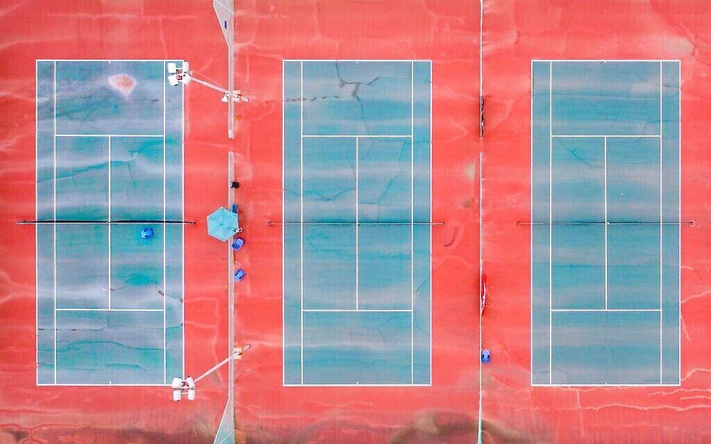 Des courts de tennis à Ganei Yehoshua, Tel Aviv, mars 2020. (Crédit : Lord K2)