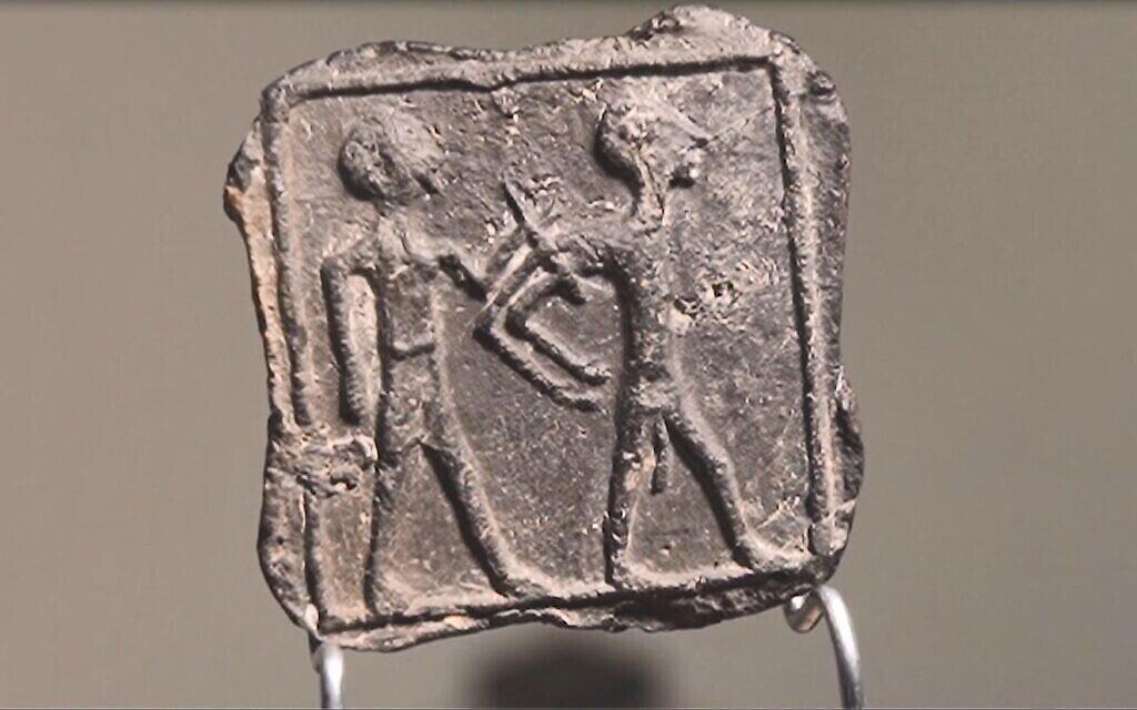 Pièce d'argile cananéenne de 3 500 ans découverte à Tel Gama (la ville cananéenne de Yarza), en mars 2020. (Emil Eljam/Autorité des antiquités d'Israël)
