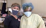 Tal Lee, étudiante en médecine, à gauche, et l'infirmière Michele Morton travaillent avec le Black Doctors COVID-19 Consortium pour offrir des tests gratuits au coronavirus (Autorisation :  Lee/ via JTA)