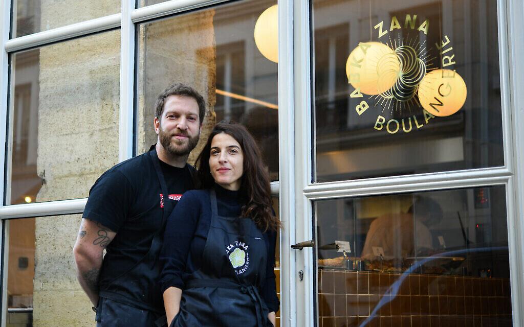 Emmanuel Murat et Sarah Amouyal, le couple qui a fondé la boulagerie Babka Zana à Paris. (Crédit : Geraldine Martens/via JTA)