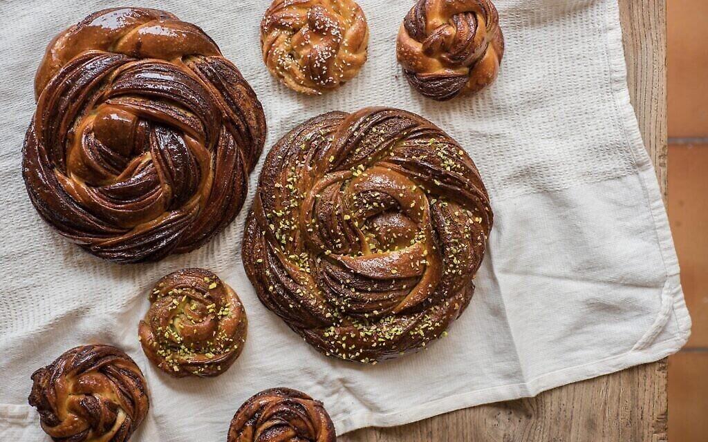 Les spécialités de Babka Zana, une boulangerie de Paris. (Crédit ; Geraldine Martens/via JTA)