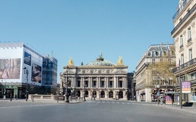 Le réalisateur de clips vidéo Philip Andelman documente des lieux publics vides de Paris pendant le confinement, en mai 2020. (Crédit : Philip Andelman/JTA)