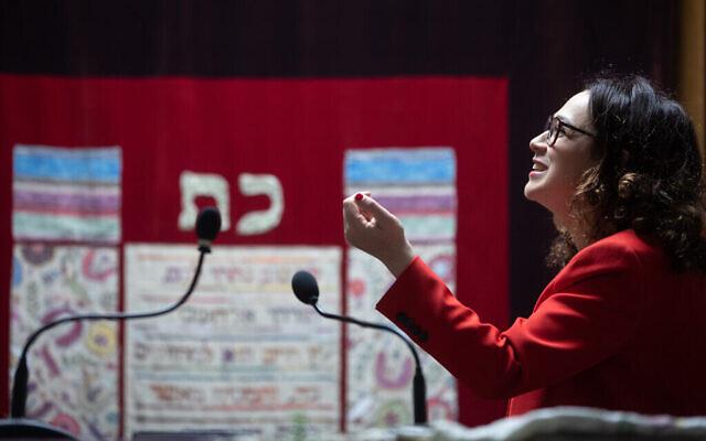 Le rabbin Delphine Horvilleur. (Crédit : Delphine Horvilleur/via JTA)