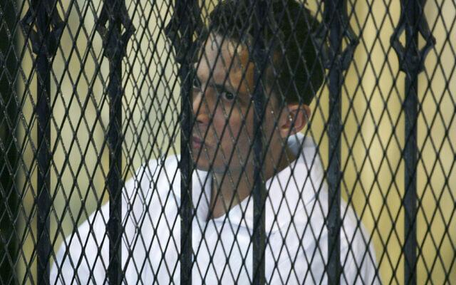 Mohsen al-Sukkari lors de son procès devant la cour du Caire, en Égypte, le 18 octobre 2008. (Crédit : AP / Nasser Nasser)