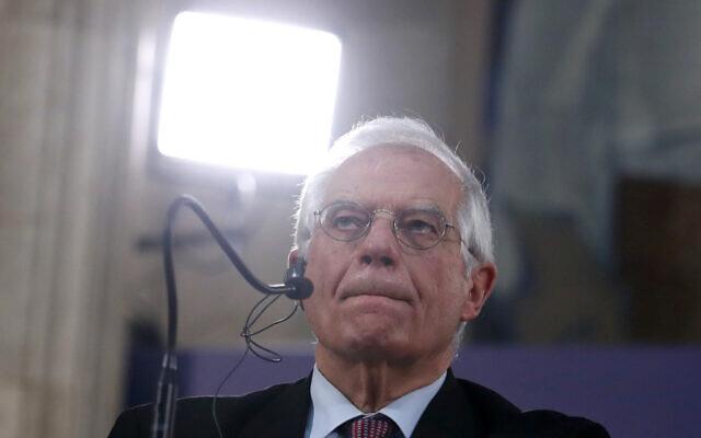 Le chef de la politique étrangère de l'Union européenne, Josep Borrell, lors d'une conférence de presse après une réunion à Belgrade, en Serbie, le 31 janvier 2020. (Darko Vojinovic/AP)