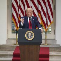 Le président américain Donald Trump répond aux questions des journalistes lors d'un événement sur la protection des personnes âgées atteintes de diabète à la Maison Blanche, le mardi 26 mai 2020, à Washington. (Crédit : AP Photo/Evan Vucci)