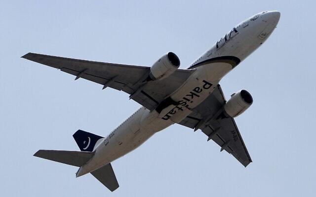 Un avion de la compagnie Pakistani International Airlines. (Crédit : AP Photo/Anjum Naveed)