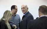 L'ancien Premier ministre israélien Ehud Olmert lors d'une audience au tribunal de district de Jérusalem, le lundi 30 mars 2015. (Crédit : AP / Abir Sultan)