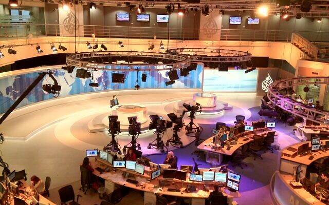 La newsroom d'Al Jazeera English, à Doha, au Qatar. (Crédit : Wittylama / Creative CommonsAttribution-Share Alike 3.0 Unported)