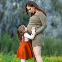 Cette image principale par Stav Blank, montre Lital Kremer, photographiée quelques semaines avant son accouchement, le 23 avril 2020.