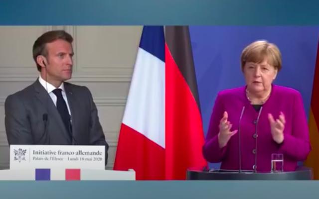 Le président français Emmanuel Macron et la chancelière allemande Angela Merkel lors d'une conférence de presse commune au sujet de leur plan de relance en Europe de 500 milliards d'euros face à l'impact économique du coronavirus, le 18 mai 2020, depuis Paris et Berlin. (Crédit : capture d'écran YouTube)
