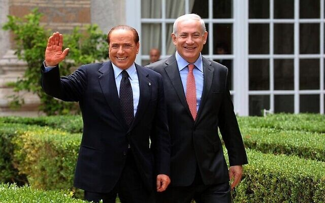 Benjamin Netanyahu, (à droite), rencontre le Premier ministre italien de l'époque, Silvio Berlusconi, à Rome le 13 juin 2011. (Amos Ben Gershom / GPO/FLASH90)