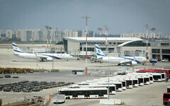Des avions d'El Al à l'aéroport international Ben Gurion, le 12 avril 2020. (Flash90)