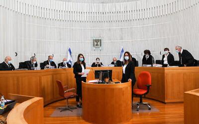 Onze juges de la Cour Suprême participent à une session de la Cour sur les recours déposés contre le gouvernement envisagé à Jérusalem, le 3 mai 2020. (Yossi Zamir/POOL)