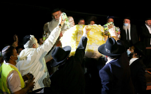 Célébrations de la fête juive de Lag BaOmer sur le Mont Meron, dans le nord d'Israël, le 11 mai 2020. (David Cohen/Flash90)