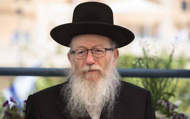 Le nouveau ministre du Logement et ancien ministre de la Santé Yaakov Litzman, lors de sa cérémonie d'investiture au ministère du Logement à Jérusalem, le 18 mai 2020. (Olivier FitoussiFlash90)