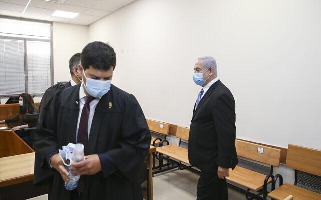 L'ouverture du procès contre le Premier ministre Benjamin Netanyahu au tribunal de district de Jérusalem, le 24 mai 2020. (Amit Shabi/POOL)