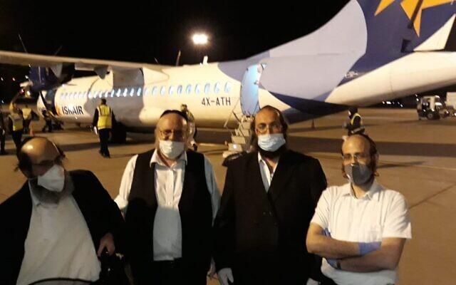 Des chohatim, sacrificateurs pour la viande casher, arrivent en Hongrie, le 20 avril 2020. (Autorisation EMIH/ Nezer Hakashrut)